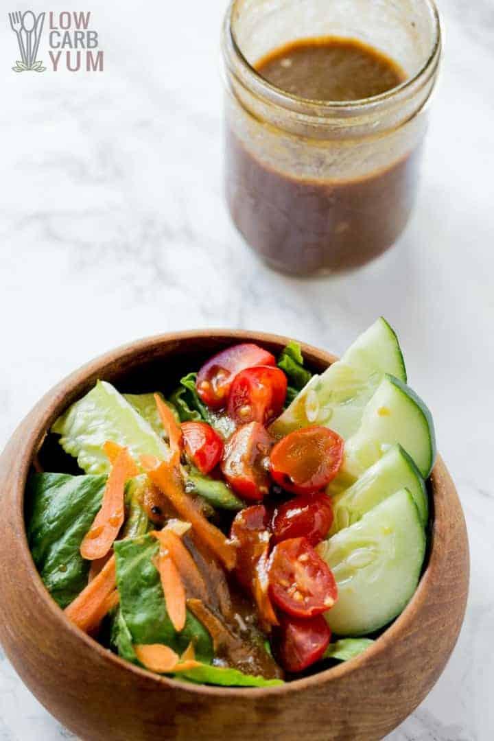 Receta simple de aderezo para ensalada de vinagre balsámico y aceite de oliva bajo en carbohidratos