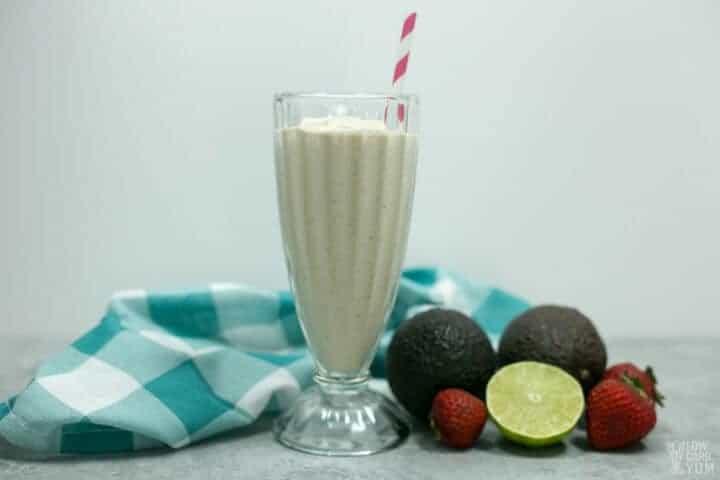 Batido de aguacate y fresa sin azúcar, sin lácteos