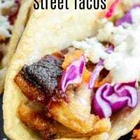 Los tacos instantáneos de panceta de cerdo se derriten en la boca, tiernas pancetas de cerdo estofadas, cubiertas con una salsa dulce y picante, servidas en una mini tortilla de maíz. ¡Son la merienda definitiva del día del juego! Los tacos instantáneos de panceta de cerdo bañados en su salsa BBW favorita y servidos al estilo de taco callejero son un excelente aperitivo para las fiestas. AD #MissionSnackShowdown #gamedayrecipe #porkbelly #instantpot #pressurecooker #instantpotpork #pressurecookerrecipes #homemadeinterest