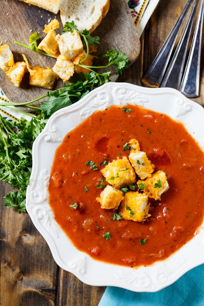 Sopa de Tomate Grueso con Crotones de Queso