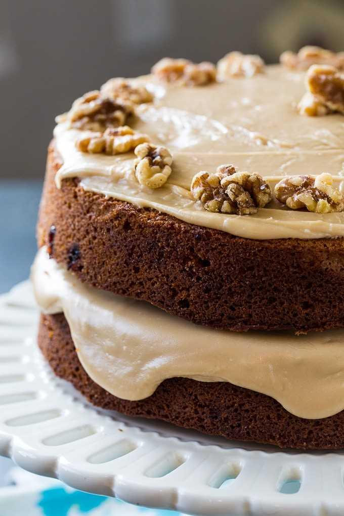 Pastel de mermelada de moras de Kentucky con glaseado de caramelo