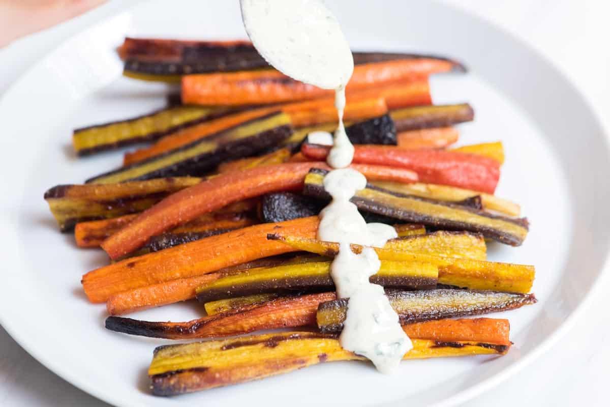 20 minutos de zanahorias asadas con miel y salsa de tahini