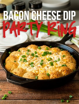 ¡Este anillo caliente y burbujeante de Bacon Cheese Dip Party es un éxito durante las vacaciones y la temporada de fútbol!