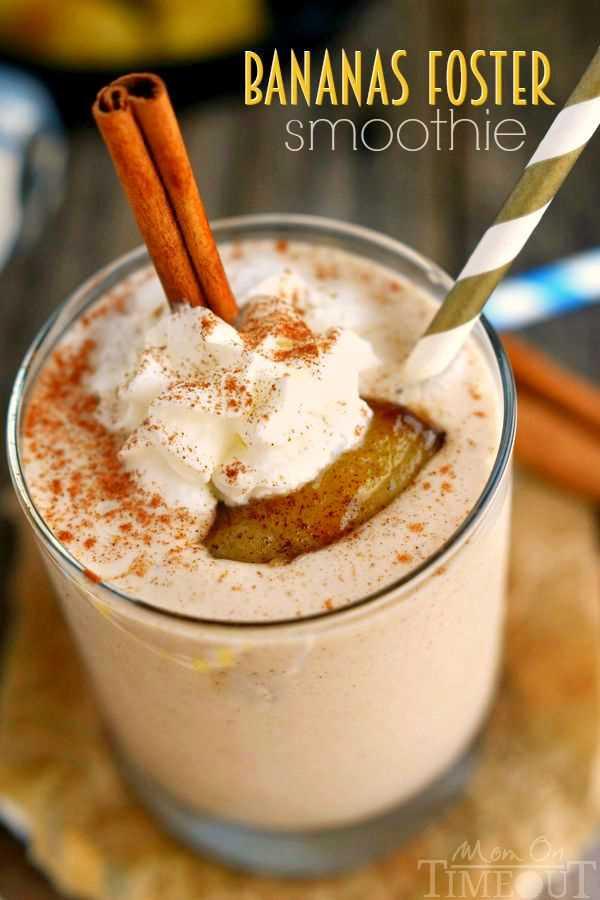 ¡Querrás despertar con este Smoothie de Plátanos Foster! Deliciosos sabores de plátano y caramelo en un batido lleno de proteínas, ¡delicioso! Una receta de desayuno dulce y fácil. El   MomOnTimeout.com