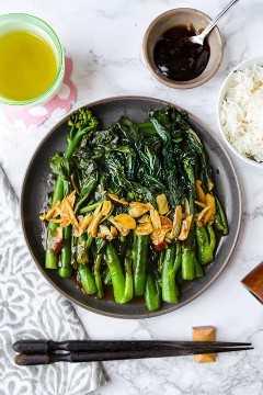 Brócoli chino con salsa de ajo