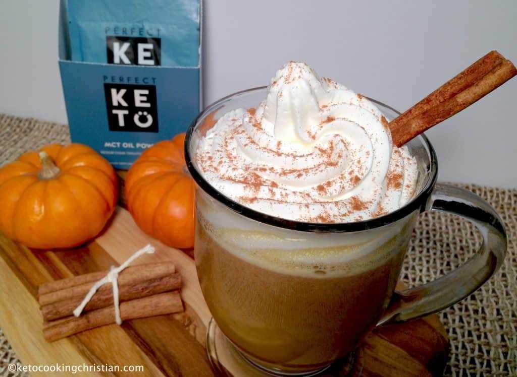 Café a prueba de balas de calabaza y especias: ceto y bajo en carbohidratos