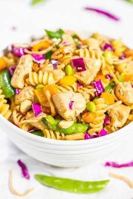 Ensalada de pasta de pollo china: ¡grandes trozos de pollo jugoso y textura en abundancia del arco iris de verduras crujientes! ¡Rápido, fácil, fresco y saludable! ¡Ideal para picnics, comidas compartidas y cenas fáciles!