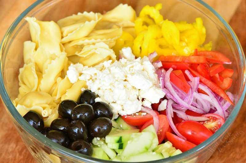 Ingredientes na Salada Grega de Tortellini