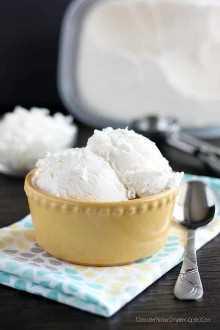 Helado de coco sin batido: ¡solo 2 ingredientes para hacer este helado de coco cremoso y suave sin una máquina!