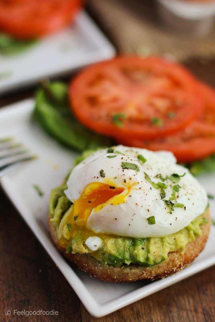 Cómo cocinar huevos escalfados perfectos con tres herramientas simples: un alfiler, un temporizador y 10 segundos. ¡Obtendrás huevos escalfados impecables cada vez!