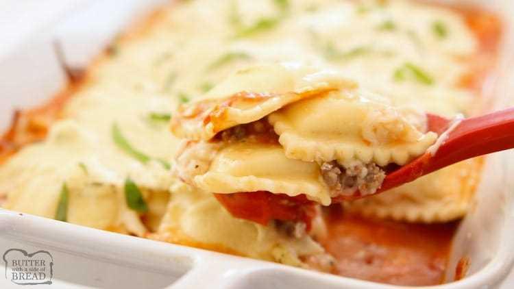 """Lasaña de ravioles al horno con queso hecha con tomates San Marzano, 3 tipos de queso, salchicha italiana y ravioles congelados. ¡Receta fácil de ravioles horneados durante la noche llena de sabor! """"Data-pin-description ="""" Lasaña de ravioles al horno con queso hecha con tomates San Marzano, 3 tipos de queso, salchicha italiana y ravioles congelados. ¡Receta fácil de ravioles horneados durante la noche llena de sabor! """"Data-pin-url ="""" https://butterwithasideofbread.com/cheesy-baked-ravioli-lasagna/ """"data-recalc-dims ="""" 1 """"src ="""" https: // i2.wp.com/butterwithasideofbread.com/wp-content/uploads/2019/11/Cheesy-Baked-Ravioli-Lasagna.BSB_.pin3_.jpg?ssl=1 """">   <p>Esta es una publicación patrocinada escrita por mí en nombre de Hunt's Tomatoes. Todas las opiniones son 100% mías.</p> <p><strong>Lasaña de ravioles al horno con queso</strong> hecho con tomates San Marzano, 3 tipos de queso, salchicha italiana y ravioles congelados. Noche de semana fácil <strong>receta de ravioles al horno</strong> lleno de sabor!</p> <p><em><img style="""