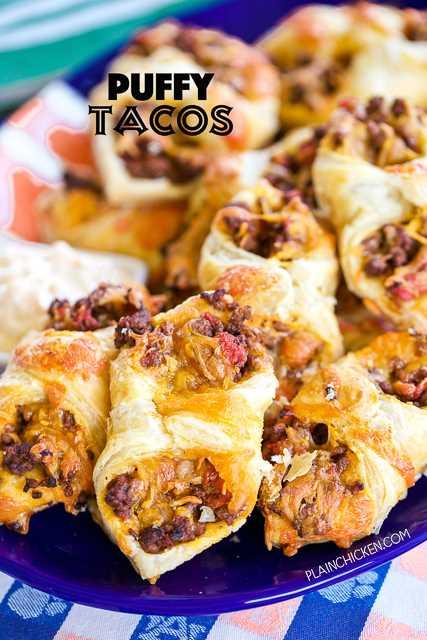 Puffy Tacos: ¡mi forma favorita de comer tacos! Solo 5 Ingredientes: hamburguesa, condimento para tacos, tomates picados y chiles verdes, queso y hojaldre. Listo para comer en minutos !! Se puede adelantar y congelar para más tarde. ¡Ideal para chupar rueda y fiestas!