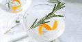 ¡Muévete sobre Mimosas! Este Rosemary Orange Vodka Spritzer es el nuevo efervescente