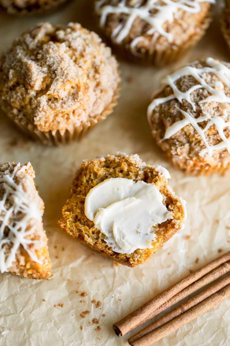 Muffins de calabaza y manzana con canela y azúcar Streusel