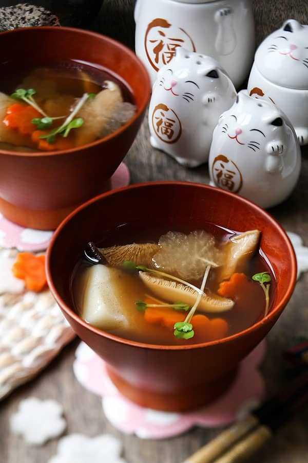 Ozoni - Sopa japonesa de Mochi del Año Nuevo (お 雑 煮) - Recetas japonesas, sopas asiáticas, comida japonesa saludable, tortas tradicionales de arroz mochi | pickledplum.com