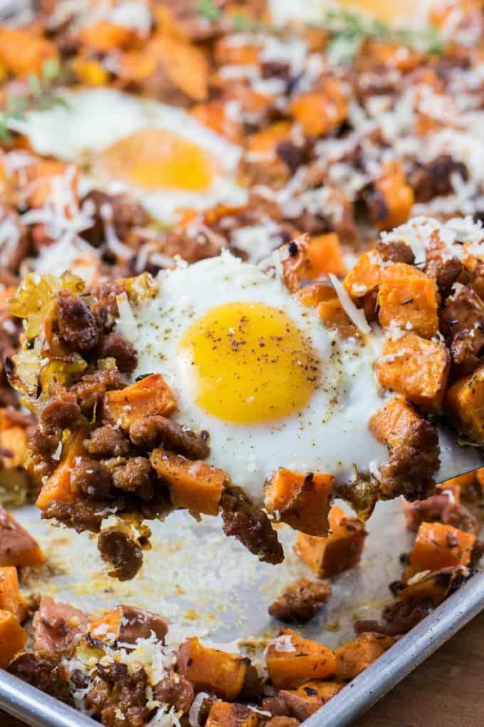 Pan de hoja de patata dulce con huevos y chorizo