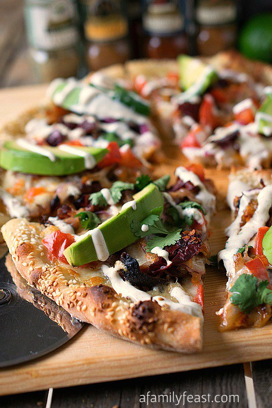Pizza de Carne de Porco Cemita - Os sabores e ingredientes comumente usados em um sanduíche de cemita a transformaram em pizza com uma camada de camadas de sabores fantásticos e saborosos!