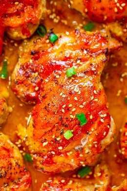 Frango com Cobertura Fácil e Picante - Perfeitamente picante com a quantidade certa de doçura nesta receita FÁCIL e super saborosa que deixa você querendo mais! Pele crocante por fora, suculenta e macia por dentro e BOM!