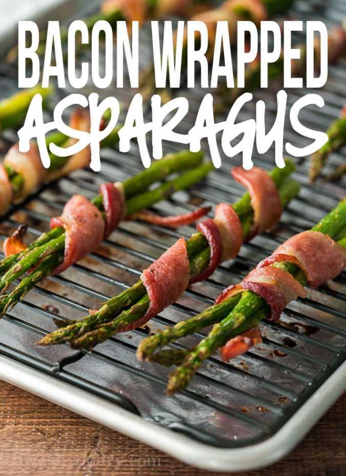 Esta receita super fácil de aspargos envoltos em bacon é apenas um punhado de ingredientes e fica pronta em menos de 25 minutos!