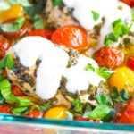 Receta de pechuga de pollo al horno con ajo y albahaca con tomates