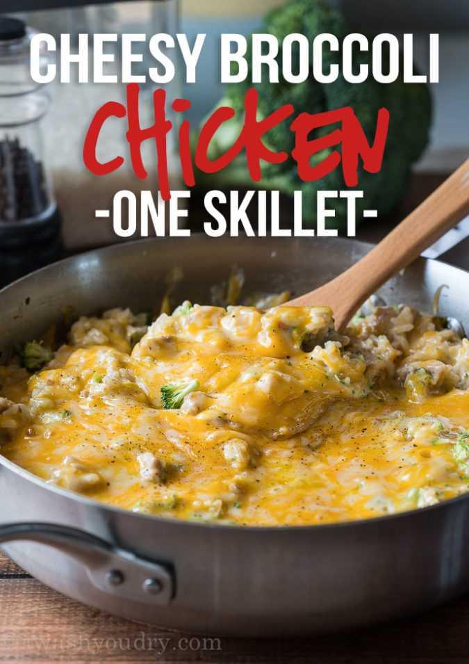 Toda a minha família ADOREI este super fácil brócolis de frigideira de frango com receita de queijo! Todo mundo queria segundos!