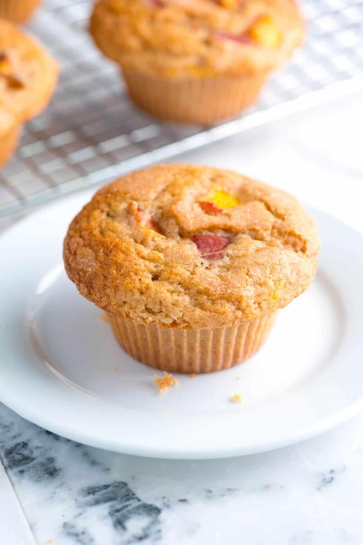 Como fazer muffins de pêssego