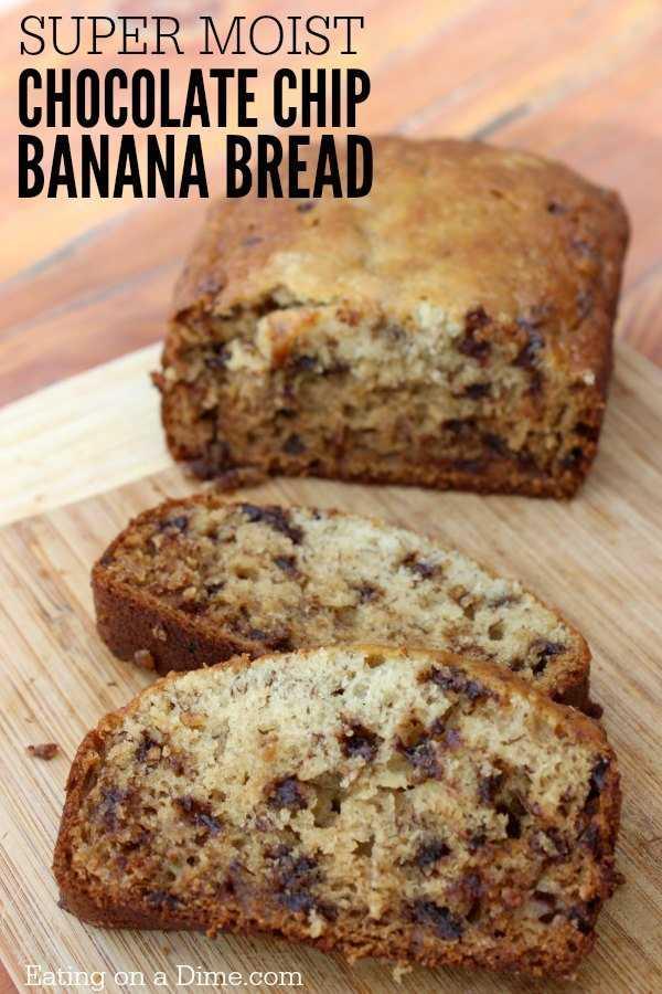 Experimente esta receita simples de pão de banana com pedaços de chocolate! Se você gosta de pão de banana, vai adorar esta receita fácil de pão de banana com pedaços de chocolate.