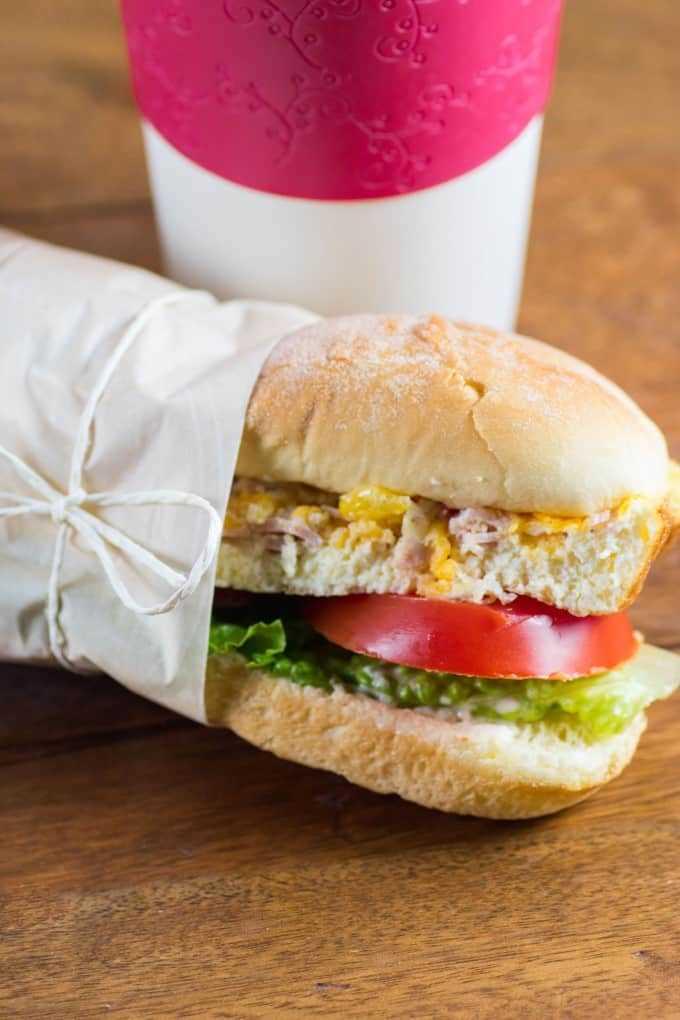 Sandwich de desayuno para llevar