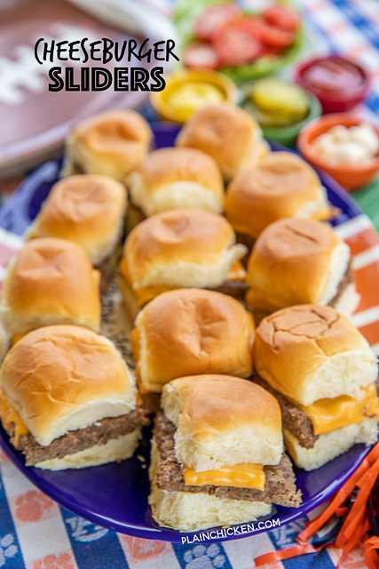 """Sliders de cheeseburger - apenas 5 ingredientes! Carne moída, salsichas, molho para rancho, queijo e bolinhos. PERFEITO para utilização não autorizada e festas !! Pode ser preparado com antecedência e aquecido no forno ou na grelha quando estiver pronto para servir. Cubra com suas coberturas de hambúrguer favoritas: alface, tomate, bacon, picles, maionese, ketchup e mostarda. Tão fácil e tão bom !!! Sério, a nossa receita favorita de hambúrguer! #food #burgers #beef #partyfood """"border ="""" 0 """"data-original-height ="""" 1600 """"data-original-width ="""" 840 """"title ="""" Controles deslizantes de cheeseburger: apenas 5 ingredientes! Carne moída, salsichas, molho para rancho, queijo e bolinhos. PERFEITO para utilização não autorizada e festas !! Pode ser preparado com antecedência e aquecido no forno ou na grelha quando estiver pronto para servir. Cubra com suas coberturas de hambúrguer favoritas: alface, tomate, bacon, picles, maionese, ketchup e mostarda. Tão fácil e tão bom !!! Sério, a nossa receita favorita de hambúrguer! #food #burgers #beef #partyfood """"src ="""" https://gamescookingpasteleria.org/wp-content/uploads/2020/02/1581085566_401_Sliders-de-hamburguesa-con-queso-Vizaje-de-futbol.png """"class = """"preguiçoso"""">   <p>  controles deslizantes, hambúrgueres, hambúrgueres, salsichas, queijo, cheeseburger, guloseimas, comida de festa</p> <p>    Prato principal</p> <p>    americano</p> <p>   <img itemprop="""