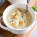 Sopa cremosa de pollo y arroz salvaje