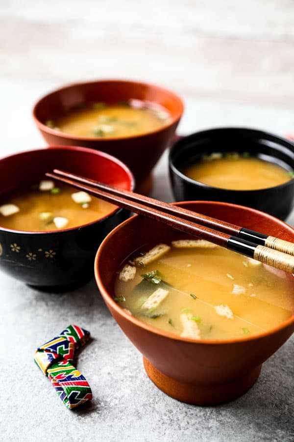 tazón de sopa de miso japonesa
