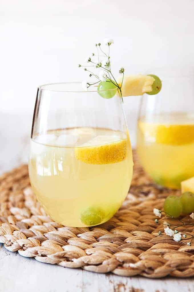 Spritzer de piña y uva blanca