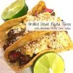 Tacos de fajita de filete con salsa mexicana de maíz callejero
