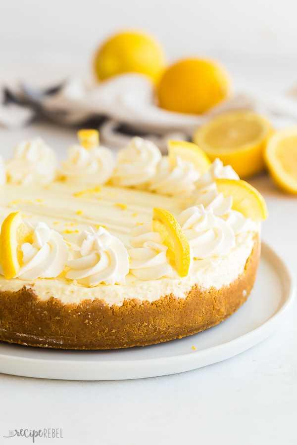 sin hornear pastel de queso con limón entero