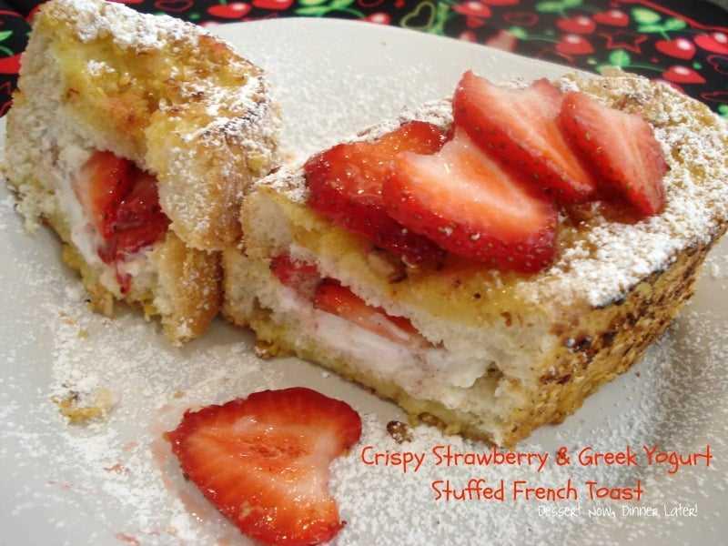 Tostada francesa rellena de yogur griego y fresa crujiente