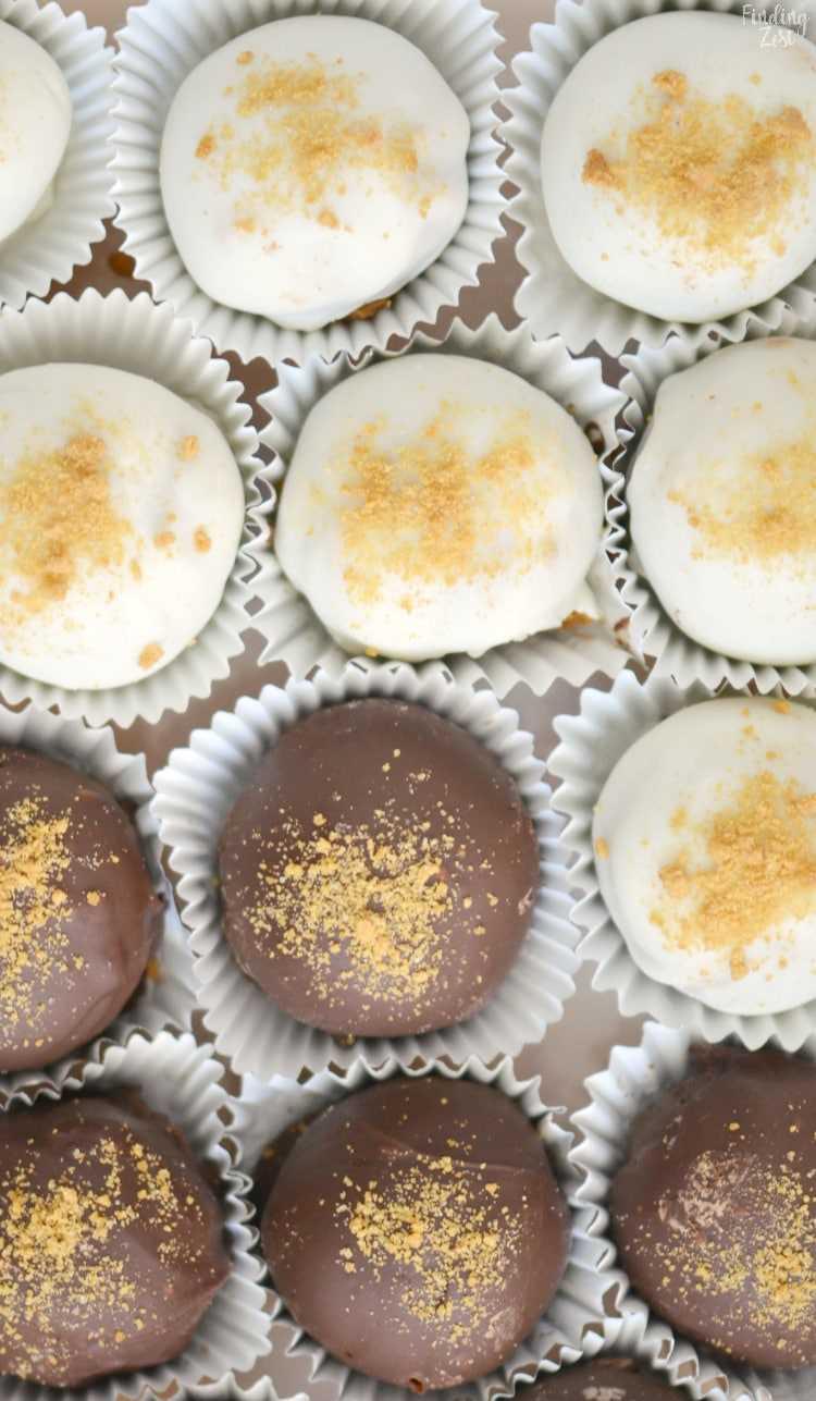 As trufas de gengibre e chocolate são a sobremesa perfeita sem a festa do fermento! Complete sua bandeja de biscoitos de Natal com esses deliciosos doces. São necessários apenas cinco ingredientes para fazer esta trufa de chocolate simples e incrível!