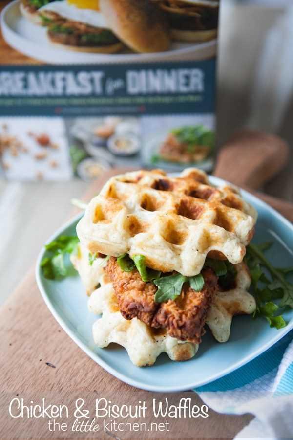 Waffles de frango e biscoito