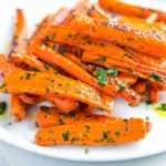 Zanahorias Asadas con Mantequilla de Perejil y Ajo