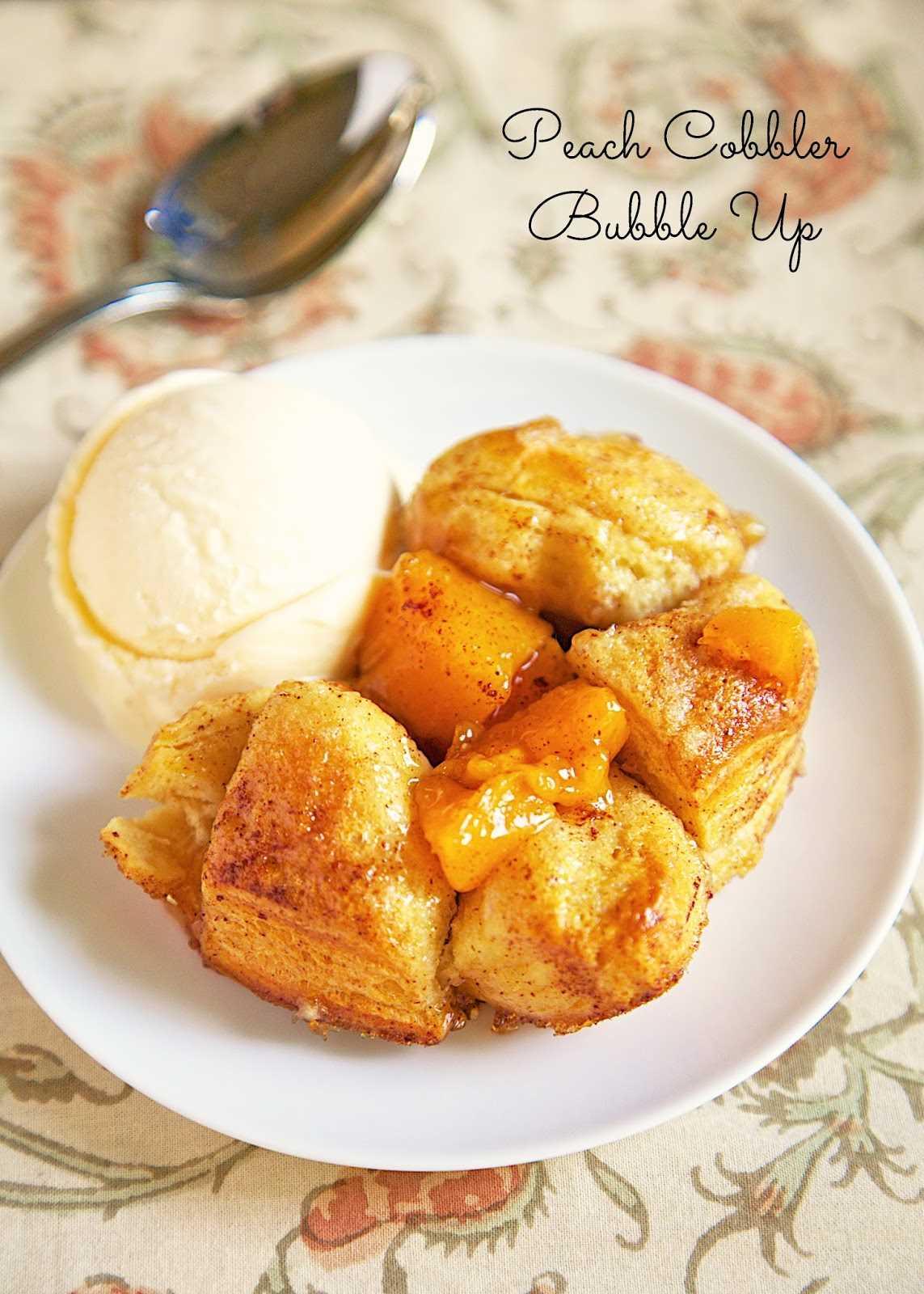 Receta Bubble Up de zapatero de durazno. ¡Esta receta de postre solo tiene 4 ingredientes! Se tarda unos 30 minutos de principio a fin. ¡Nos gusta servir esto ligeramente tibio con una gran bola de helado de vainilla! ¡¡Tan bueno!!