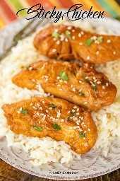 Sticky Chicken: ¡súper fácil de hacer y sabe delicioso! Pollo marinado en azúcar morena, salsa de soja, salsa teriyaki, mantequilla, condimento criollo y mostaza seca. Hace mucho, ideal para preparar comidas. Sirva sobre arroz, fideos, ensalada o pique en una envoltura. ¡A todos les ENCANTÓ esta receta fácil de pollo! # pollo # receta de pollo