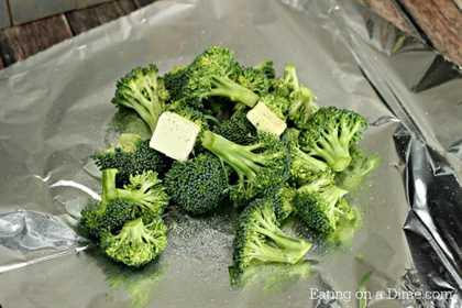 Le encantará lo fácil que es esta receta de guarnición de brócoli a la parrilla. ¡A toda la familia le encantará esta receta fácil de brócoli a la parrilla! ¡Está lleno de sabor!