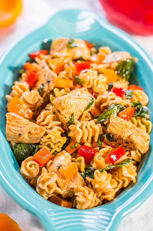 Smoked Chicken, Pepper, and Spinach Pasta Salad - Juicy Chicken, Crispy Peppers, and Pasta with Smoked Paprika! Quick, easy, healthy and a success with everyone! Ideal for picnics, shared lunches or easy weeknight dinners!
