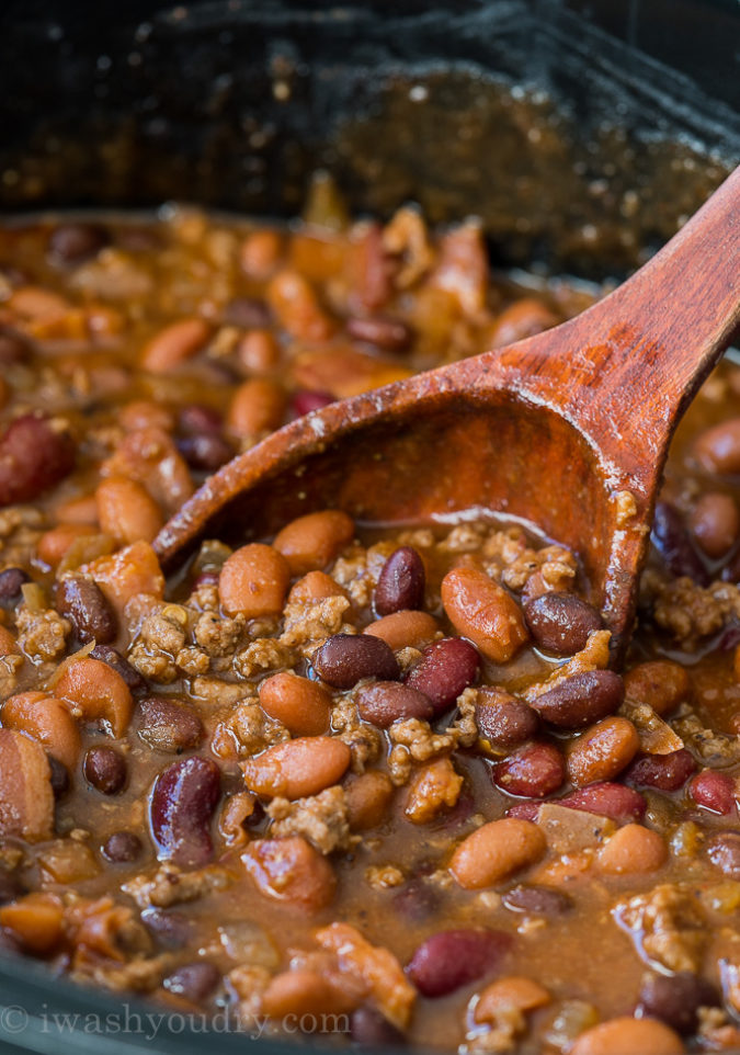 "¡Estos frijoles al horno Cowboy Steakhouse de cocción lenta son una guarnición espesa y abundante con un toque de especias saladas y dulces! ""Width ="" 675 ""height ="" 962 ""srcset ="" https://iwashyoudry.com/wp-content/uploads /2017/12/Slow-Cooker-Steakhouse-Cowboy-Beans-4-675x962.jpg 675w, https://iwashyoudry.com/wp-content/uploads/2017/12/Slow-Cooker-Steakhouse-Cowboy-Beans- 4-600x855.jpg 600w, https://iwashyoudry.com/wp-content/uploads/2017/12/Slow-Cooker-Steakhouse-Cowboy-Beans-4-17x24.jpg 17w, https://iwashyoudry.com/ wp-content / uploads / 2017/12 / Slow-Cooker-Steakhouse-Cowboy-Beans-4-25x36.jpg 25w, https://iwashyoudry.com/wp-content/uploads/2017/12/Slow-Cooker-Steakhouse -Cowboy-Beans-4-34x48.jpg 34w, https://iwashyoudry.com/wp-content/uploads/2017/12/Slow-Cooker-Steakhouse-Cowboy-Beans-4.jpg 684w ""tamaños ="" (máx. -ancho: 675px) 100vw, 675px"