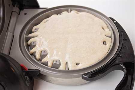 Estos waffles de canela suaves y esponjosos son crujientes por fuera y tienen el toque perfecto de especias. ¡Harán cualquier desayuno extra especial!