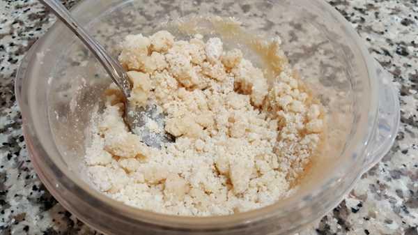 """Pastel de calabaza para dos lotes pequeños de recetas: mezcle la harina, la sal y la mantequilla hasta que se desmoronen """"srcset ="""" https://cdn1.zonacooks.com/wp-content/uploads/2017/09/Pumpkin-Pie-for-two-recipe- small-batch-1.jpg 1000w, https://cdn1.zonacooks.com/wp-content/uploads/2017/09/Pumpkin-Pie-for-two-recipe-small-batch-1-500x282.jpg 500w """" tamaños = """"(ancho máximo: 1000px) 100vw, 1000px"""