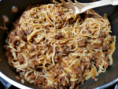 "mezcla de huevo y queso agregada a la salsa de pasta y carne ""srcset ="" https://juegoscocinarpasteleria.org/wp-content/uploads/2020/03/1583059083_121_Receta-individual-de-cazuelas-de-espagueti-para-dos.jpg 800w , https://cdn1.zonacooks.com/wp-content/uploads/2019/06/Individual-Spaghetti-Casseroles-Recipe-for-Two-3-500x375.jpg 500w, https://cdn1.zonacooks.com/ wp-content / uploads / 2019/06 / Individual-Spaghetti-Casseroles-Recipe-for-Two-3-768x576.jpg 768w, https://cdn1.zonacooks.com/wp-content/uploads/2019/06/Individual -Spaghetti-Casseroles-Recipe-for-Two-3-320x240.jpg 320w, https://cdn1.zonacooks.com/wp-content/uploads/2019/06/Individual-Spaghetti-Casseroles-Recipe-for-Two- 3-480x360.jpg 480w, https://cdn1.zonacooks.com/wp-content/uploads/2019/06/Individual-Spaghetti-Casseroles-Recipe-for-Two-3-720x540.jpg 720w, https: // cdn1.zonacooks.com/wp-content/uploads/2019/06/Individual-Spaghetti-Casseroles-Recipe-for-Two-3-735x551.jpg 735w ""tamaños ="" (ancho máximo: 800px) 100vw, 800px"