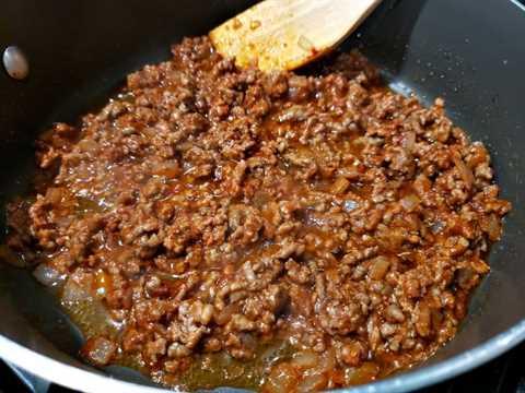 """carne molida y pasta de tomate cocinando en una sartén """"srcset ="""" https://juegoscocinarpasteleria.org/wp-content/uploads/2020/03/1583059083_201_Receta-individual-de-cazuelas-de-espagueti-para-dos.jpg 800w, https://cdn1.zonacooks.com/wp-content/uploads/2019/06/Individual-Spaghetti-Casseroles-Recipe-for-Two-1-500x375.jpg 500w, https://cdn1.zonacooks.com/wp -content / uploads / 2019/06 / Individual-Spaghetti-Casseroles-Recipe-for-Two-1-768x576.jpg 768w, https://cdn1.zonacooks.com/wp-content/uploads/2019/06/Individual- Spaghetti-Casseroles-Recipe-for-Two-1-320x240.jpg 320w, https://cdn1.zonacooks.com/wp-content/uploads/2019/06/Individual-Spaghetti-Casseroles-Recipe-for-Two-1 -480x360.jpg 480w, https://cdn1.zonacooks.com/wp-content/uploads/2019/06/Individual-Spaghetti-Casseroles-Recipe-for-Two-1-720x540.jpg 720w, https: // cdn1 .zonacooks.com / wp-content / uploads / 2019/06 / Individual-Spaghetti-Casseroles-Recipe-for-Two-1-735x551.jpg 735w """"tamaños ="""" (ancho máximo: 800px) 100vw, 800px"""