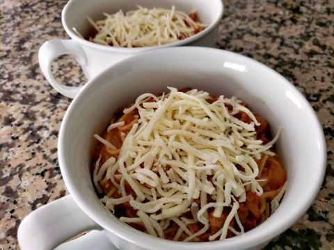 """queso mozzarella agregado a la parte superior de cazuelas de espagueti """"srcset ="""" https://juegoscocinarpasteleria.org/wp-content/uploads/2020/03/1583059083_635_Receta-individual-de-cazuelas-de-espagueti-para-dos.jpg 800w, https : //cdn1.zonacooks.com/wp-content/uploads/2019/06/Individual-Spaghetti-Casseroles-Recipe-for-Two-5-500x375.jpg 500w, https://cdn1.zonacooks.com/wp- content / uploads / 2019/06 / Individual-Spaghetti-Casseroles-Recipe-for-Two-5-768x576.jpg 768w, https://cdn1.zonacooks.com/wp-content/uploads/2019/06/Individual-Spaghetti -Casseroles-Recipe-for-Two-5-320x240.jpg 320w, https://cdn1.zonacooks.com/wp-content/uploads/2019/06/Individual-Spaghetti-Casseroles-Recipe-for-Two-5- 480x360.jpg 480w, https://cdn1.zonacooks.com/wp-content/uploads/2019/06/Individual-Spaghetti-Casseroles-Recipe-for-Two-5-720x540.jpg 720w, https: // cdn1. zonacooks.com/wp-content/uploads/2019/06/Individual-Spaghetti-Casseroles-Recipe-for-Two-5-735x551.jpg 735w """"tamaños ="""" (ancho máximo: 800px) 100vw, 800px"""
