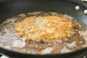 Filete de pollo frito cocinado en aceite y crujiente