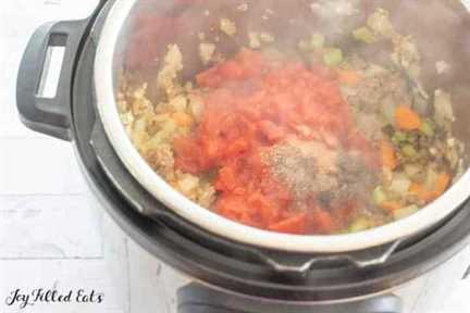 ingredientes de sopa en la olla instantánea